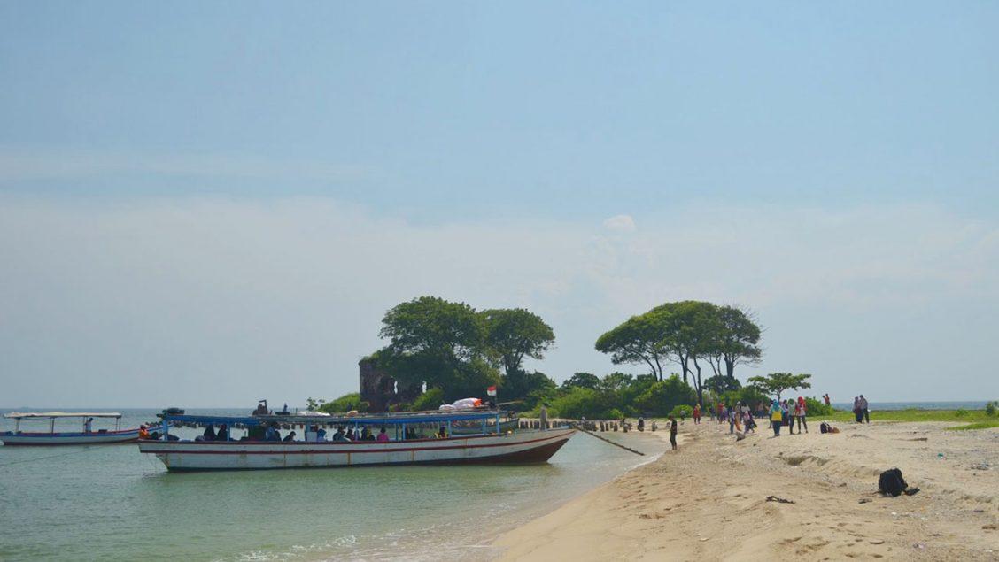 Pantai Pasir Putih Pulau Kelor
