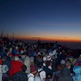 Ramainya Sunrise Point Bromo