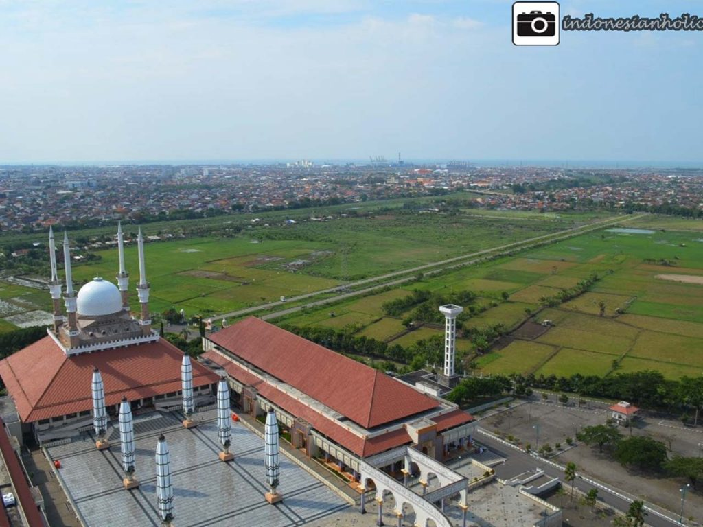 Mesjid Agung Jawa Tengah dari Menara Putar