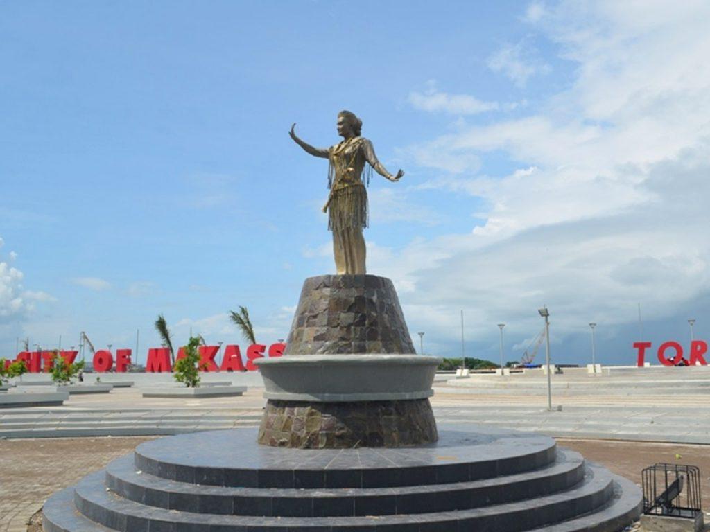 Patung Penari Toraja