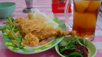 Kuliner Cepu Ayam Kremes Pak Kumis