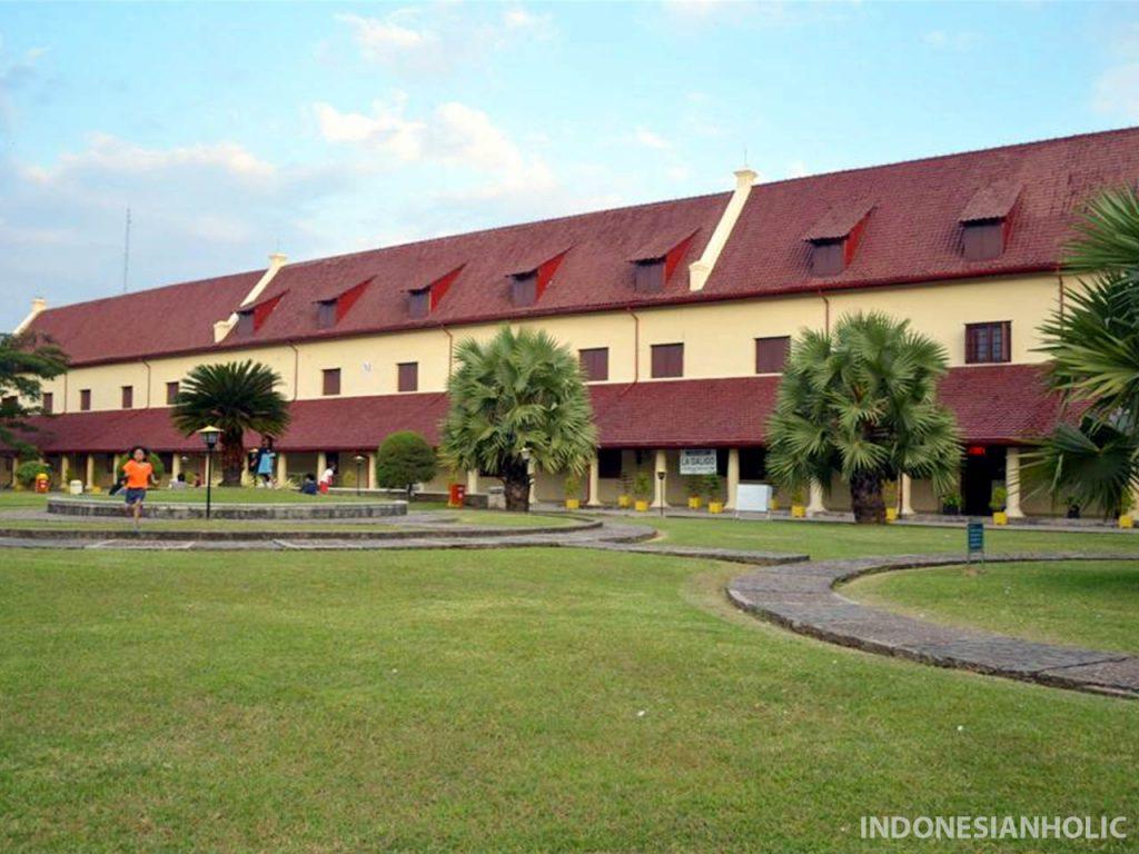 Liburan di Makassar Fort Rotterdam Makassar
