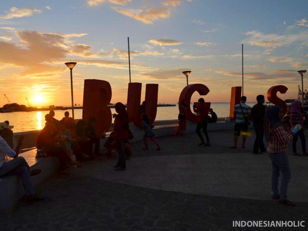 Sunset di Pantai Losari Makassar