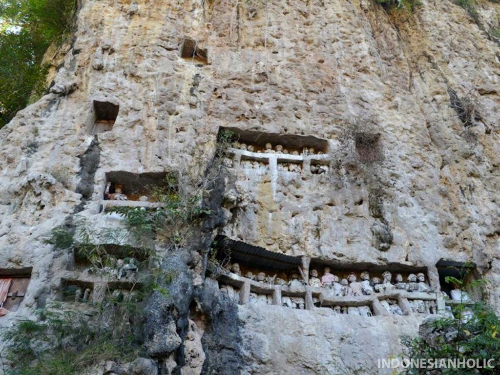 Makam tebing Suaya Makale